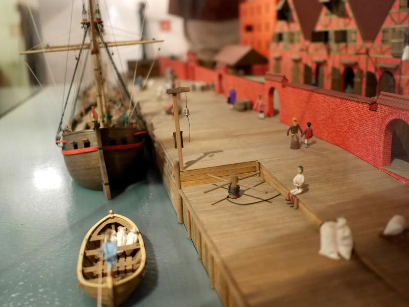 グダニスク グダンスク ダンツィヒ 博物館 港町 ポーランド 海事博物館 海洋博物館  クレーン博物館 壁に囲まれた倉庫模型 @Żuraw