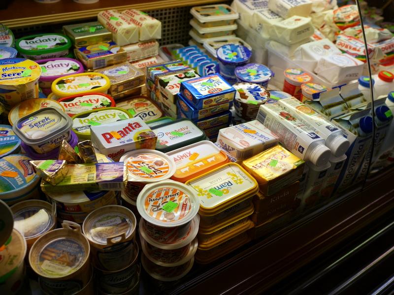 グダニスク グダンスク ダンツィヒ ポーランド グダニスク屋内市場 乳製品は種類が多い @Hala Targowa