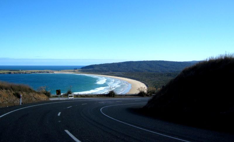 海外ツーリング-ニュージーランド編 2 / ナショジオ推薦の紺碧の海岸線を走る エレファント・ロック、モエラキ・ボルダーへ