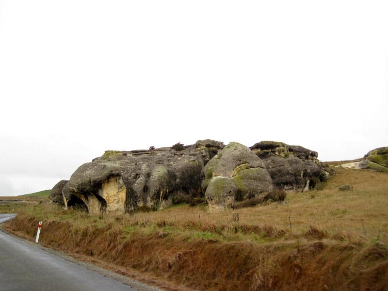 海外ツーリング ニュージーランド ロード オブ ザ リング オートバイレンタル ナルニア国物語 エレファント ロック エレファント・ロック付近に近づくだけで奇岩を目にする @Elephant Rocks