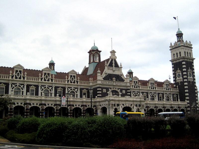 海外ツーリング ニュージーランド ロード オブ ザ リング オートバイレンタル ダニーデン カトリンズ地方 ダニーデンの駅舎 @Dunedin Railways