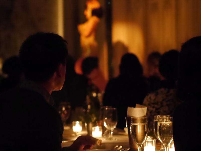 バーレスクと日本のストリップ劇場小史 上品な雰囲気のレストラン席 @Duane park
