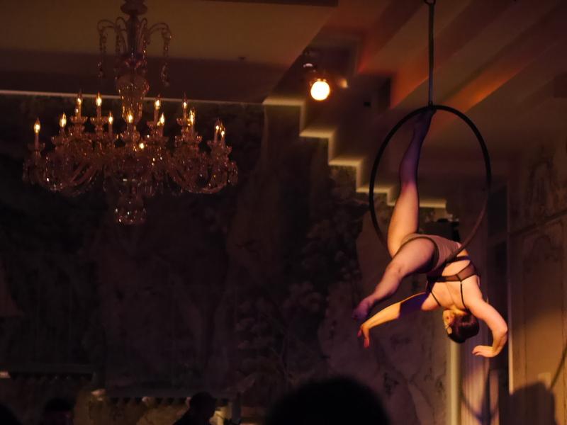 バーレスクと日本のストリップ劇場小史 宙での舞い @Duane park