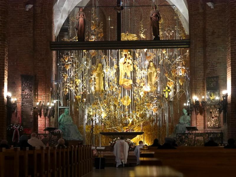グダニスク グダンスク ダンツィヒ ポーランド 琥珀 聖ブリギダ教会 ヴェステルプラッテ 聖マリア教会  神々しいミサ @Saint Bridget Church