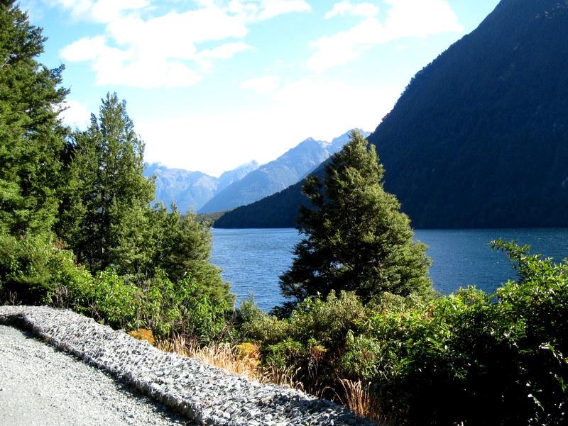 海外ツーリング ニュージーランド ロード オブ ザ リング オートバイレンタル ミルフォード サウンドに ミルフォード ロード フィヨルドクルーズ  ガン湖 @Lake Gunn