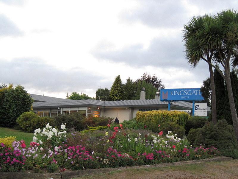 海外ツーリング ニュージーランド ロード オブ ザ リング オートバイレンタル テ アナウ ホテル外観 @Kingsgate Hotel Te Anau
