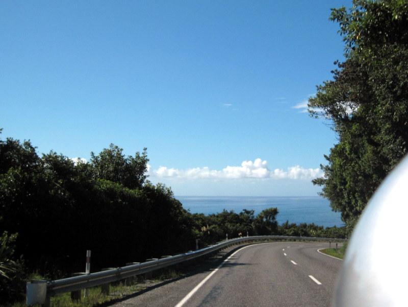 海外ツーリング ニュージーランド ロード オブ ザ リング オートバイレンタル 南島 西海岸 タスマン海に向かってアプローチ @Haast