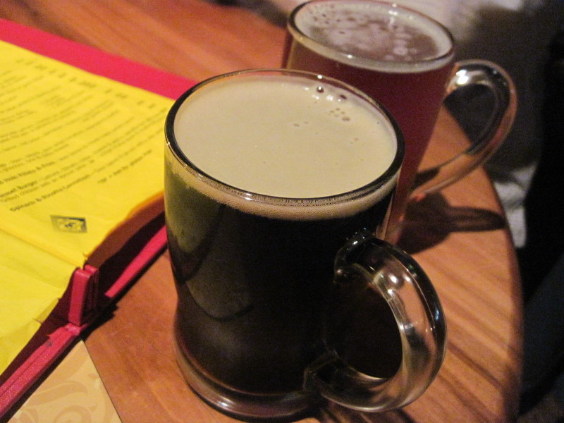 海外ツーリング ニュージーランド ロード オブ ザ リング オートバイレンタル フォックス グレーシャー ミスティピークス ビールはお勧めのSpeight'sとMonteiths Black @Cook Saddle Cafe & Saloon