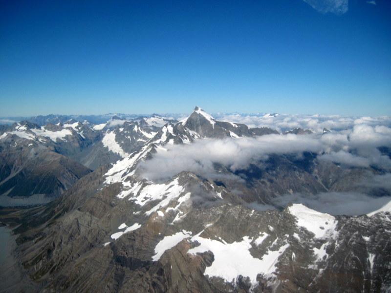 海外ツーリング ニュージーランド オートバイレンタル マウント クック 最高峰 アオラキ フォックス氷河 ヘリコプターツアー フォックス・グレイシャー  中央1番の頂がアオラキ/マウント・クック @Fox Glacier