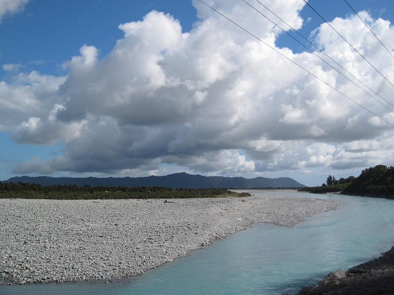 海外ツーリング ニュージーランド ロード オブ ザ リング オートバイレンタル フォックス グレイシャー 大きな河口 @Harihari