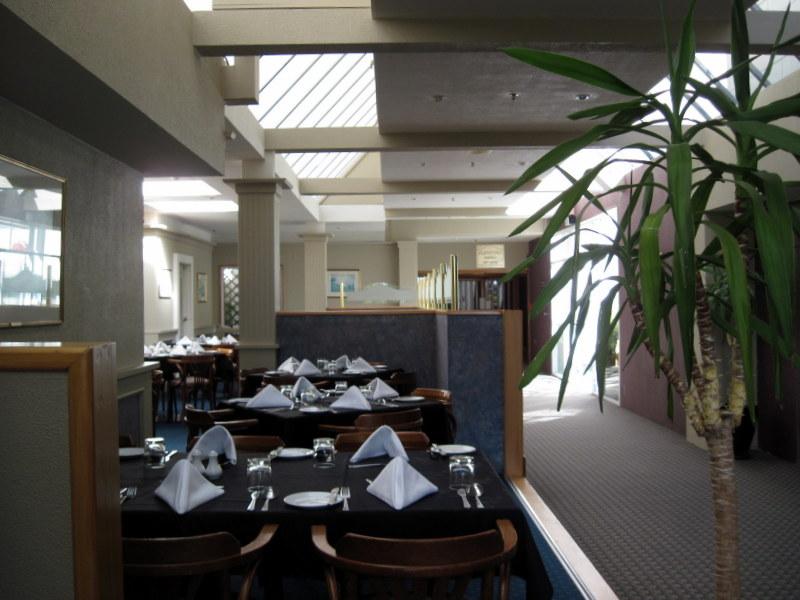 海外ツーリング ニュージーランド ロード オブ ザ リング オートバイレンタル グレイマウス 地ビール Monteith's  ホテルレストラン @Kingsgate Hotel Greymouth