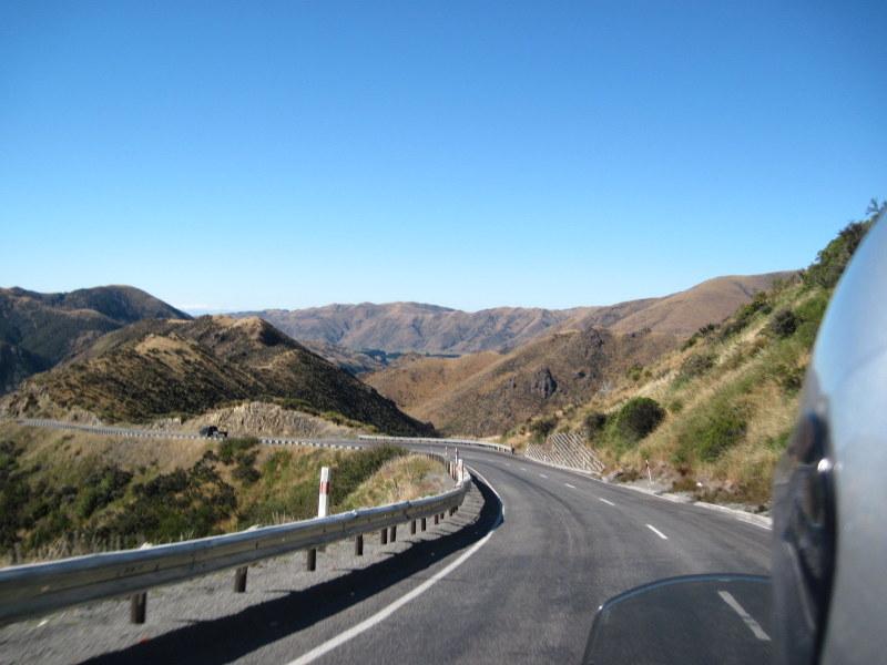 海外ツーリング ニュージーランド ロード オブ ザ リング オートバイレンタル サザンアルプス山脈 アーサーズ パス国立公園 翡翠街道 パイ専門店 緩やかなカーブが心地よい @Arthur's Pass