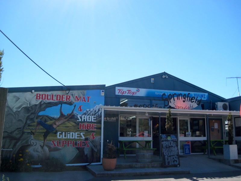海外ツーリング ニュージーランド ロード オブ ザ リング オートバイレンタル サザンアルプス山脈 アーサーズ パス国立公園 翡翠街道 パイ専門店 パイ専門店 @Springfield Cafe
