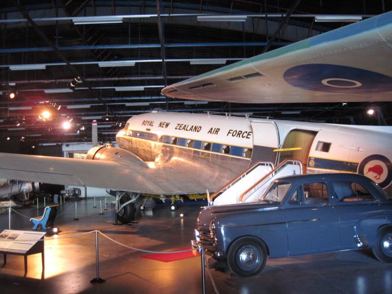 海外ツーリング ニュージーランド ロード オブ ザ リング オートバイレンタル クライストチャーチ ニュージーランド空軍博物館  ダグラスC-4 @Air Force Museum of New Zealand