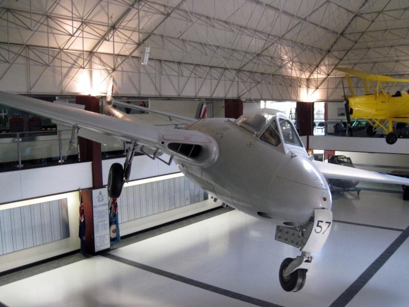 海外ツーリング ニュージーランド ロード オブ ザ リング オートバイレンタル クライストチャーチ ニュージーランド空軍博物館  デ・ハビランド バンパイア @Air Force Museum of New Zealand