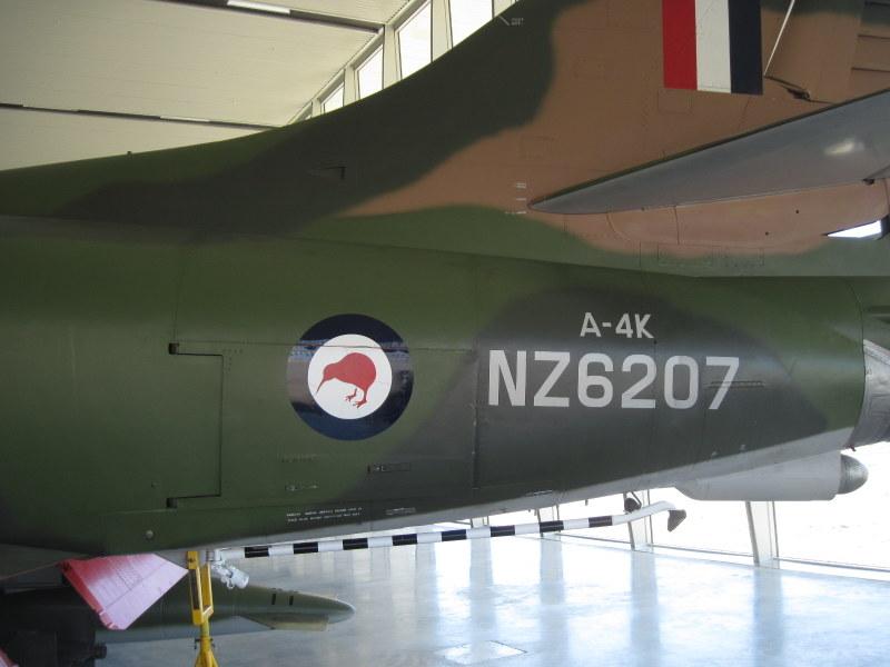 海外ツーリング ニュージーランド ロード オブ ザ リング オートバイレンタル クライストチャーチ ニュージーランド空軍博物館  スカイホークのキーウィ @Air Force Museum of New Zealand