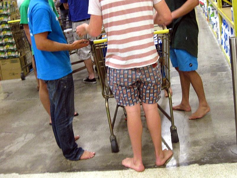 海外ツーリング ニュージーランド ロード オブ ザ リング オートバイレンタル クライストチャーチ ショッピング  素足で買物 @Westfield Riccarton