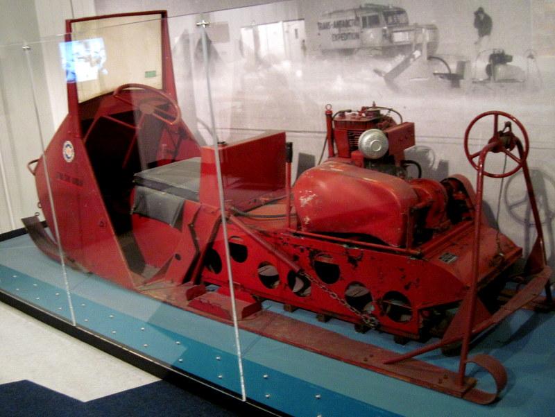 海外ツーリング ニュージーランド ロード オブ ザ リング オートバイレンタル クライストチャーチ カンタベリー博物館 クライストチャーチ植物園 旧式のスノーモービル @Canterbury Museum