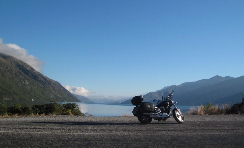 海外ツーリング ニュージーランド ロード オブ ザ リング オートバイレンタル テ アナウ クイーンズタウン ワカティプ湖 ファーグバーガー ワナカ ワナカ湖 ハウィーア湖 サザンアルプス山脈 南島 西海岸 フォックス グレーシャー ミスティピークス