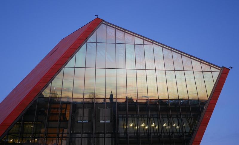 グダニスク(Gdańsk) のおすすめ博物館 2 / 開戦の街、民主化の街 近現代史の舞台となった街グダニスク  第二次世界大戦博物館、ポーランド郵便局、ヨーロッパ連帯センター