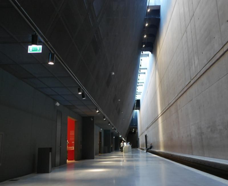 グダニスク グダンスク ダンツィヒ 博物館 戦争 ポーランド 第二次世界大戦博物館 第二次世界大戦博物館の広い館内 @Muzeum II Wojny Światowej w Gdańsku