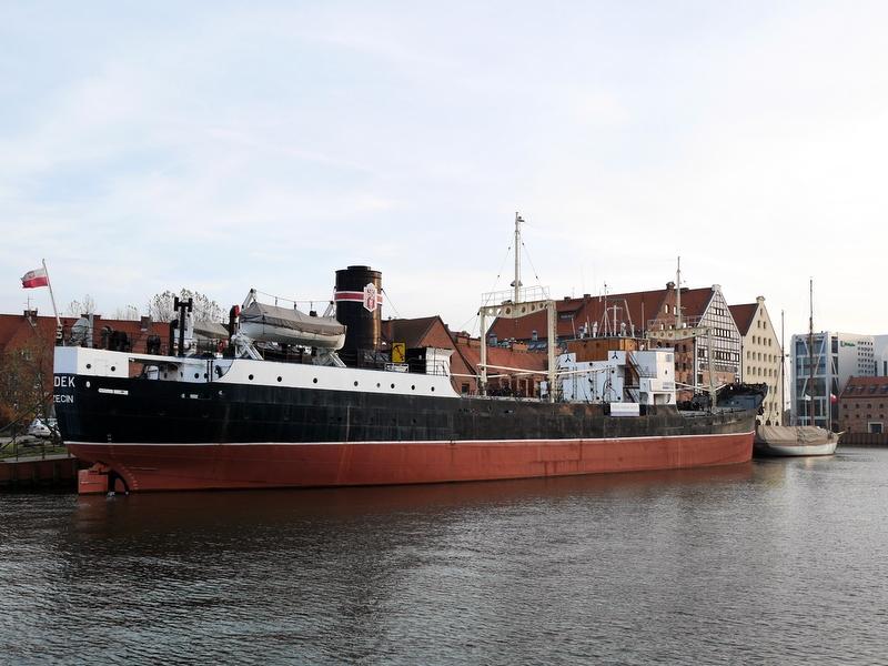 グダニスク グダンスク ダンツィヒ 博物館 港町 ポーランド 海事博物館 海洋博物館 穀物倉庫 ポーランド海洋博物館と手前は博物館船Sołdek @Gdańsk