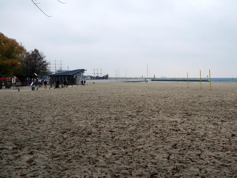 グダニスク グダンスク ダンツィヒ ポーランド グディニャ バルト海 三連都市 ギュンター グラス 蟹の横歩き ヴィルヘルム グストロフ号事件 砂浜から埠頭をのぞむ @Gdynia