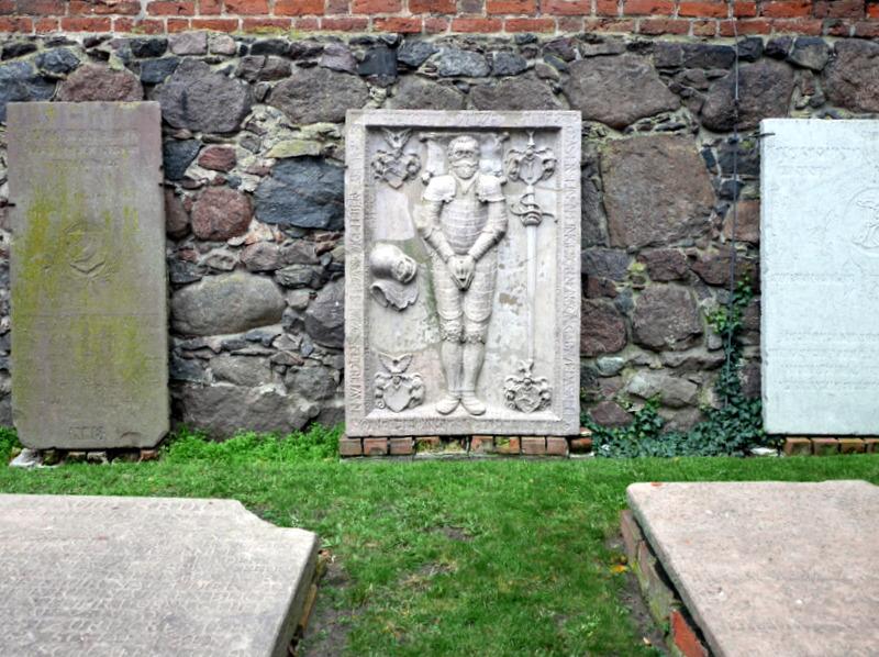 グダニスク ポーランド マルボルク城 タンネンベルクの戦い 北の十字軍 マリーエンブルク ドイツ騎士団   高城麓の墓石群 @Zamek w Malborku