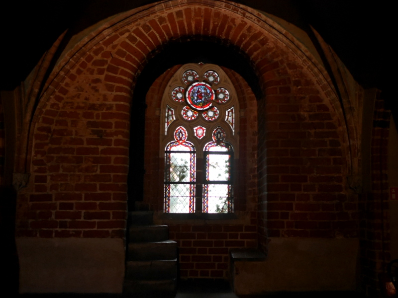 グダニスク ポーランド マルボルク城 タンネンベルクの戦い 北の十字軍 マリーエンブルク ドイツ騎士団   聖アンナ礼拝堂のステンドグラス @Zamek w Malborku