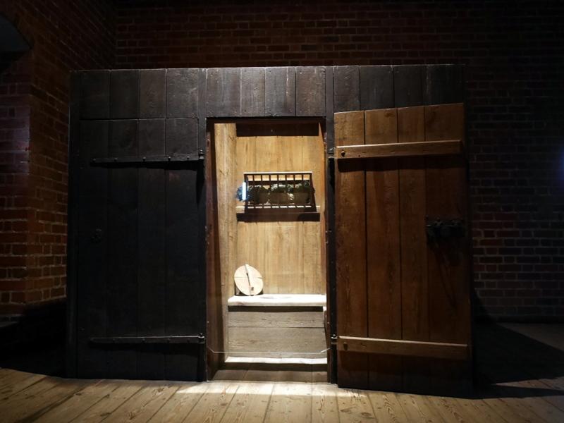 グダニスク ポーランド マルボルク城 タンネンベルクの戦い 北の十字軍 マリーエンブルク ドイツ騎士団   再現されたトイレ @Zamek w Malborku