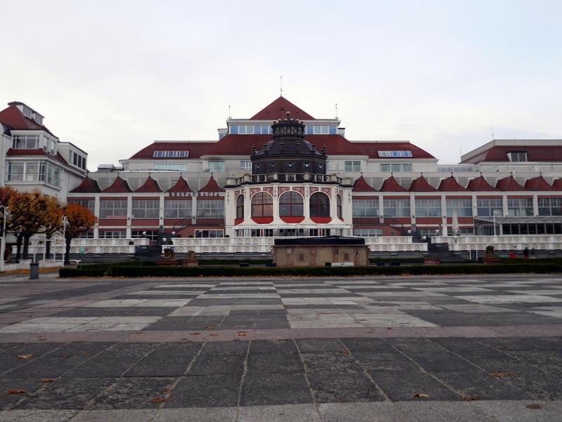 グダニスク グダンスク ダンツィヒ ポーランド ソポト 木製桟橋 桟橋前の広場 @Sopot