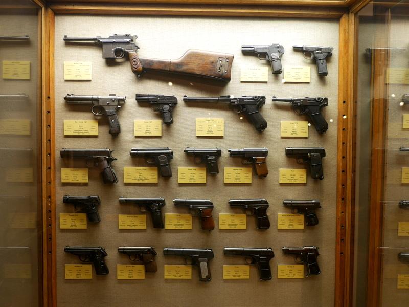 ヴロツワフ ブレスラウ 博物館  軍事博物館 ピストルがこれでもかというほど陳列 @Muzeum Militariów