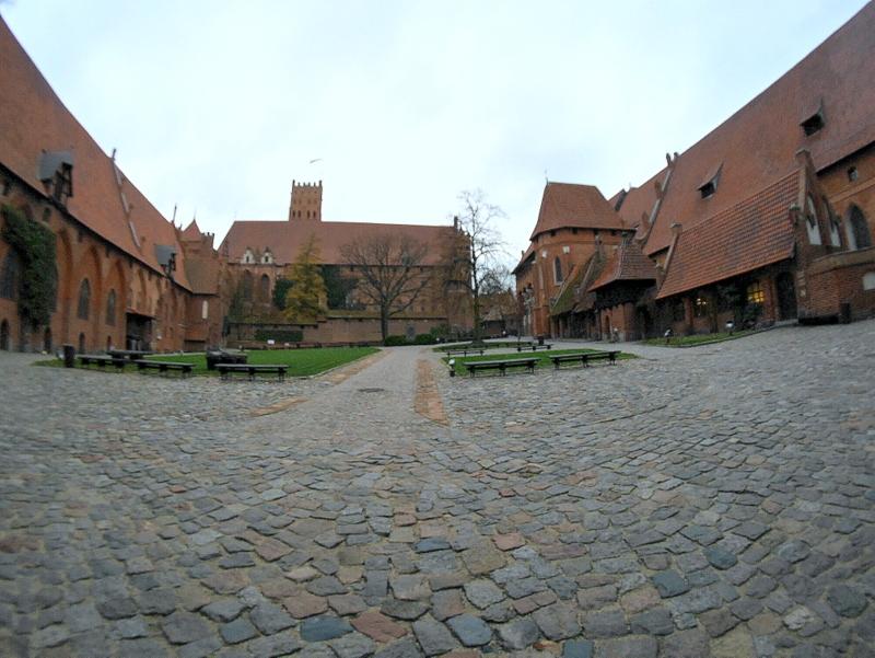 グダニスク ポーランド マルボルク城 タンネンベルクの戦い 北の十字軍 マリーエンブルク ドイツ騎士団   広い中城の中庭 @Zamek w Malborku