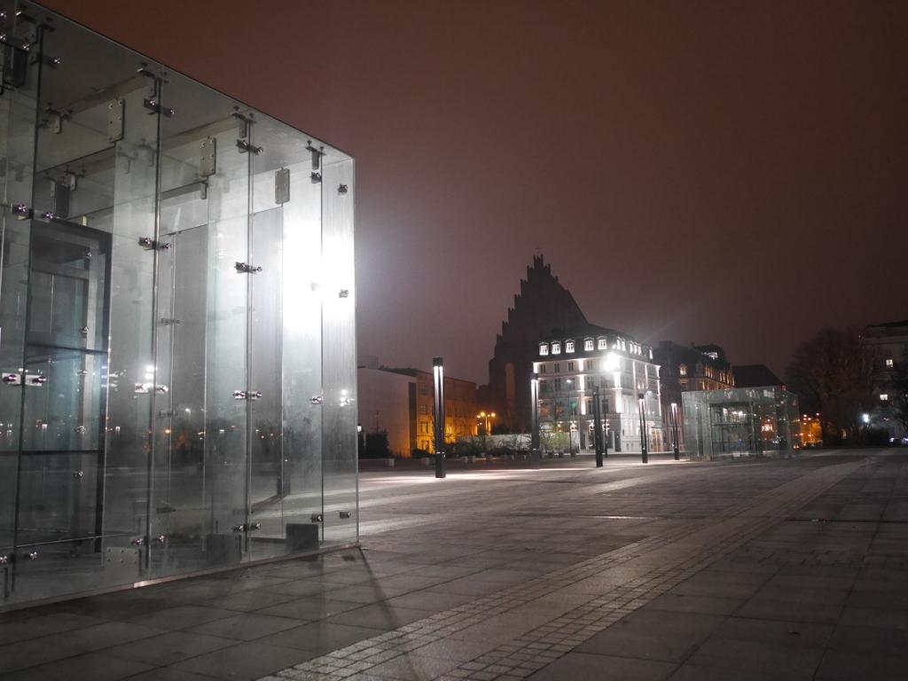 ヴロツワフ ブレスラウ シロンスクの芸術都市 オペラ座 NFM CDショップ ヴロツワフ国立音楽フォーラム前広場 @NFM