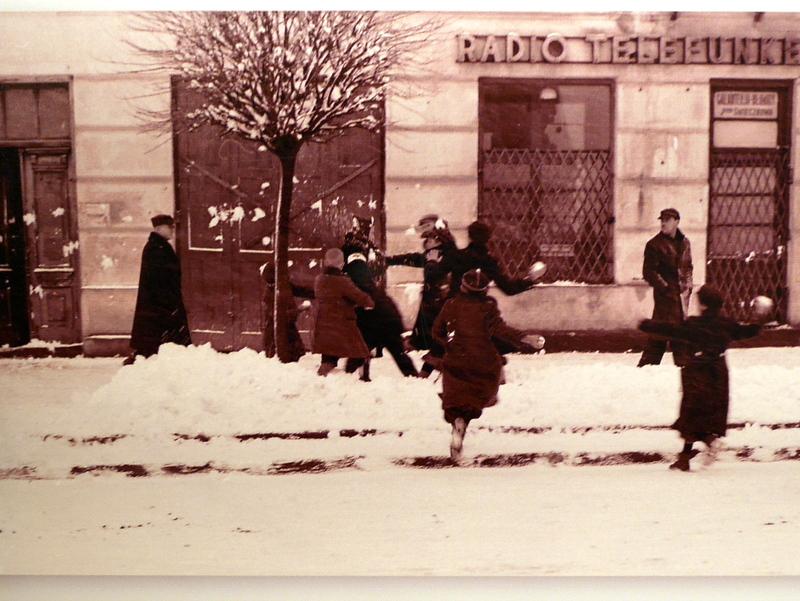 キェルツェ キエルツェ ポーランド ポグロム ヤン カルスキ協会    雪の中のゲットーにて @Stowarzyszenie im. Jana Karskiego