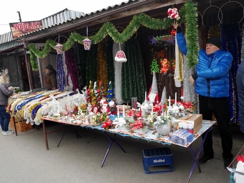 キェルツェ キエルツェ ポーランド 市場 クリスマス関連ショップ@キエルツェの野外市場