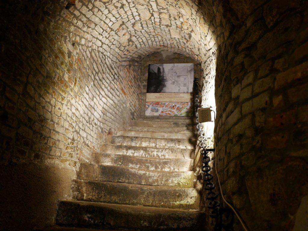 プルゼニ プルゼニュ ピルゼン チェコ ボヘミア 地下道博物館 狭い道も多い @Plzeňské historické podzemí
