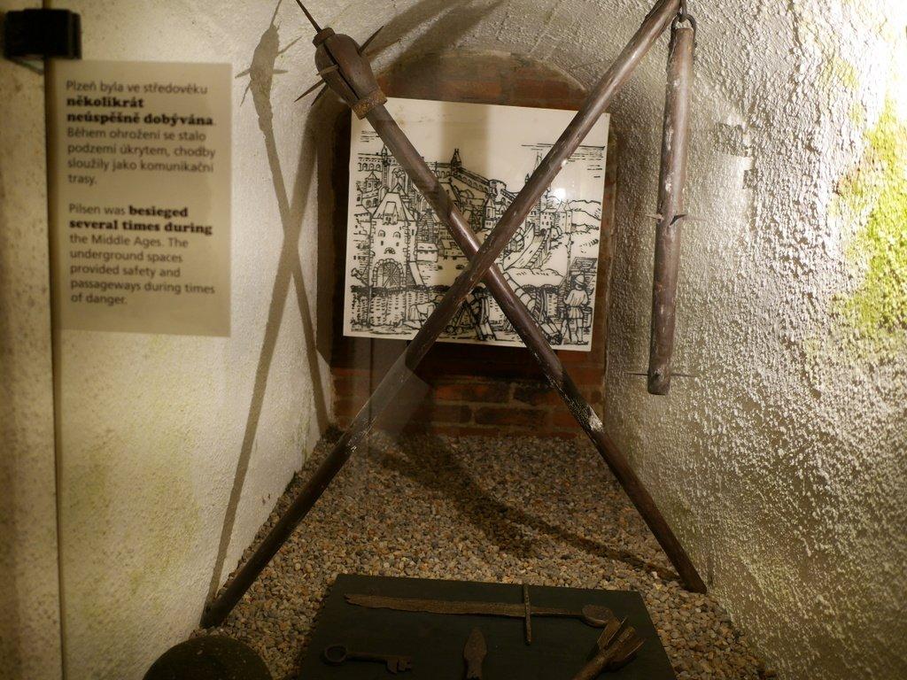 プルゼニ プルゼニュ ピルゼン チェコ ボヘミア 地下道博物館 地下道のあちこちに展示品がある @Plzeňské historické podzemí