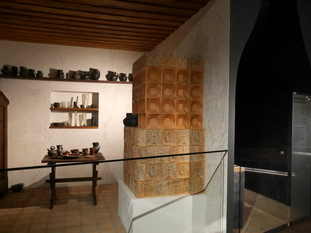 プルゼニ プルゼニュ ピルゼン チェコ ボヘミア 西ボヘミア博物館 陶器ストーブの表側 @Západočeské muzeum v Plzni