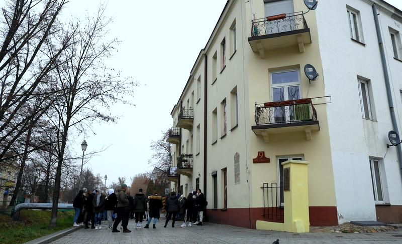 キェルツェ キエルツェ(Kielce)観光ガイド / ポーランド地方都市の市場の魅力とキェルツェ ポグロムの史跡 ヤン・カルスキ協会