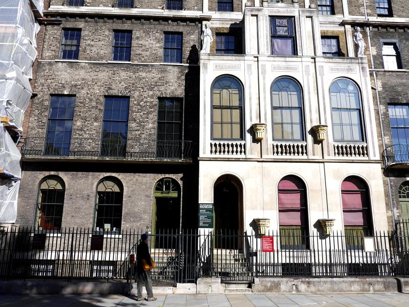 ロンドン 病院博物館 精神疾患  王立ベスレム病院  ベスレム こころの博物館 ベスレム ギャラリー サー・ジョン・ソーンズ美術館の外観 @Sir John Soane's Museum
