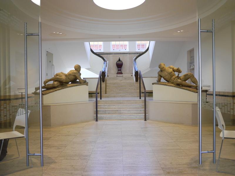 ロンドン 病院博物館 精神疾患  王立ベスレム病院  ベスレム こころの博物館 ベスレム ギャラリー Caius Gabriel Cibber作『Raving and Melancholy Madness』