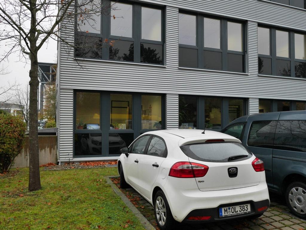 オフィスもガラスが大きいので内部は丸見え @Bavaria Filmstadt
