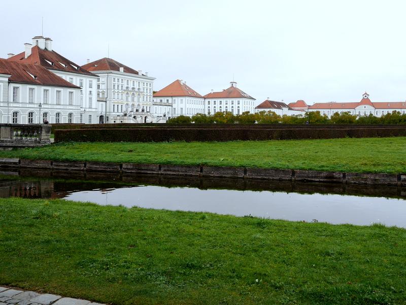 ミュンヘン レジデンツ  グロット宮殿 ニンフェンブルク城 アザム教会 旧植物園 ニンフェンブルク城 正面全景@Schloss Nymphenburg