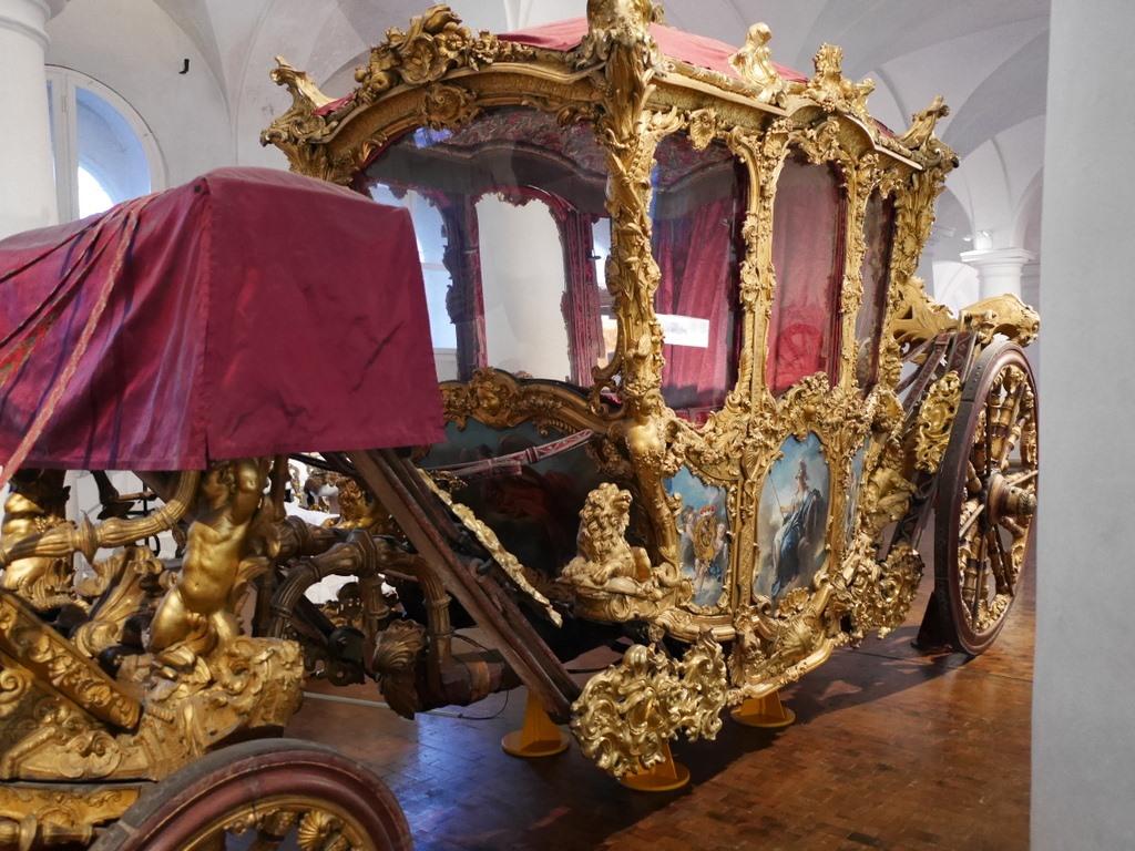 ミュンヘン レジデンツ  グロット宮殿 ニンフェンブルク城 アザム教会 旧植物園 皇帝カール7世の戴冠式用馬車 @Marstallmuseum