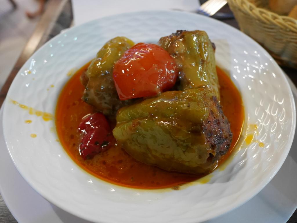 ミュンヘン 美味しいミュンヘン ビール ドイツ料理 レストラントルコ料理 ピーマンの肉詰め @Altın Dilim