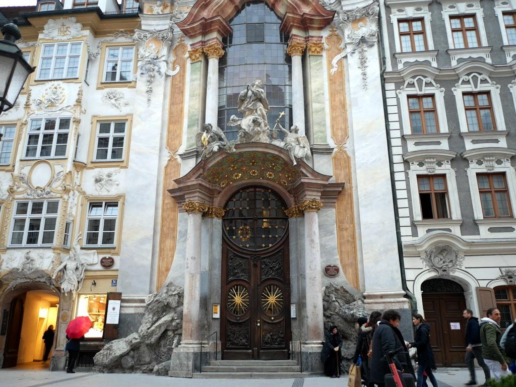 ミュンヘン レジデンツ  グロット宮殿 ニンフェンブルク城 アザム教会 旧植物園 アザム教会外観 @Asamkirche