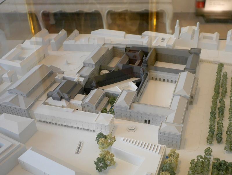 ミュンヘン レジデンツ  グロット宮殿 ニンフェンブルク城 アザム教会 旧植物園 レジデンス模型 左の広場に面した建物がバイエルン国立歌劇場 右側の庭に面した建物がヘラクレス・ザール@Residenz München