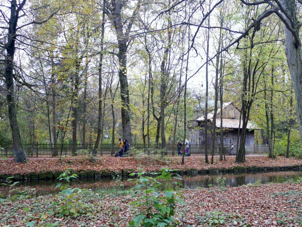 ミュンヘン レジデンツ  グロット宮殿 ニンフェンブルク城 アザム教会 旧植物園 ニンフェンブルク城 庭園横の散歩道 @Schloss Nymphenburg