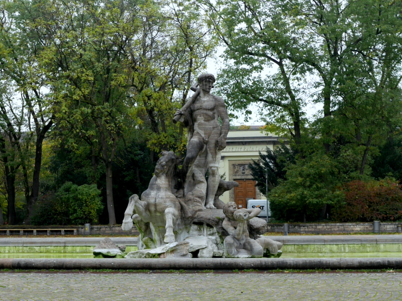 ミュンヘン レジデンツ  グロット宮殿 ニンフェンブルク城 アザム教会 旧植物園 ネプチューン噴水と背後にあるのがクンストパビリオン @Alter Botanischer Garten